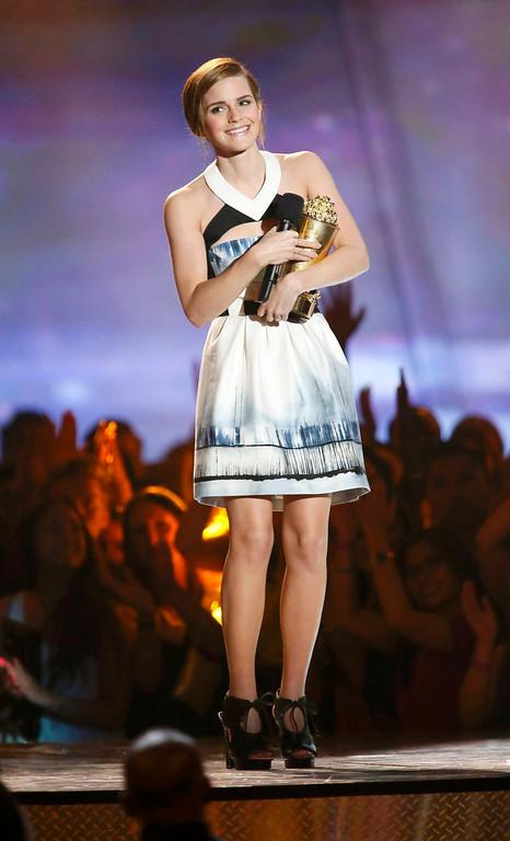 . Actress Emma Watson accepts the Trailblazer Award at the 2013 MTV Movie Awards in Culver City, California April 14, 2013.   REUTERS/Danny Moloshok