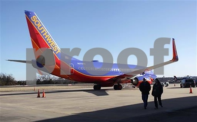 southwest-plane-makes-unplanned-landing-in-missouri-in-storm