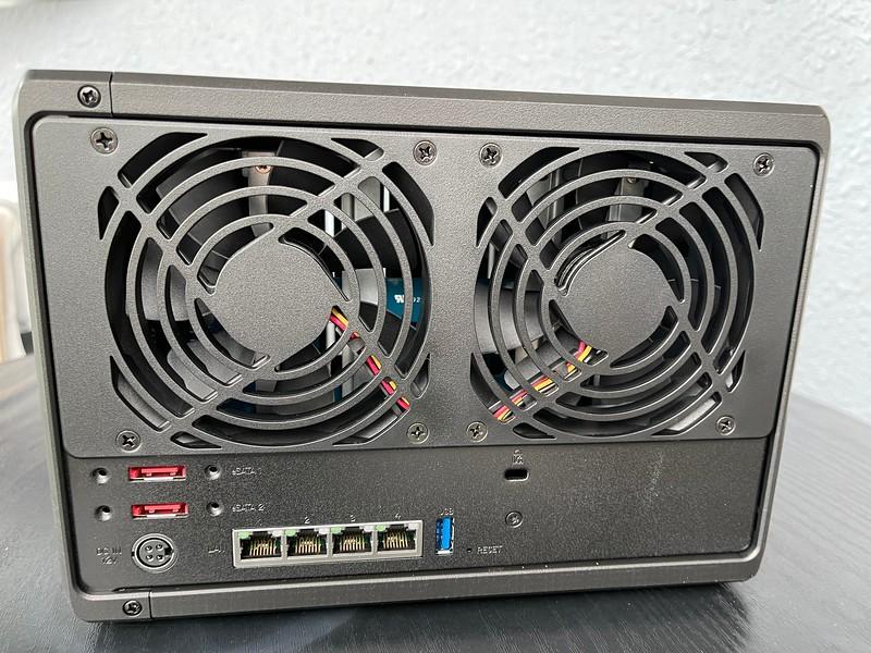 Synology DiskStation DS1520+ backside