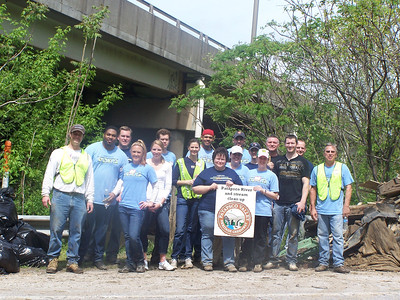 4.27.11 Patapsco River Cleanup at Hammonds Ferry by T Rowe Price Employees