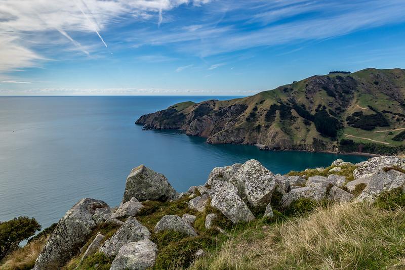 Blick vom felsigen Aussichtspunkt auf die «Tasman Bay» (links) und «Cable Bay» (rechts)