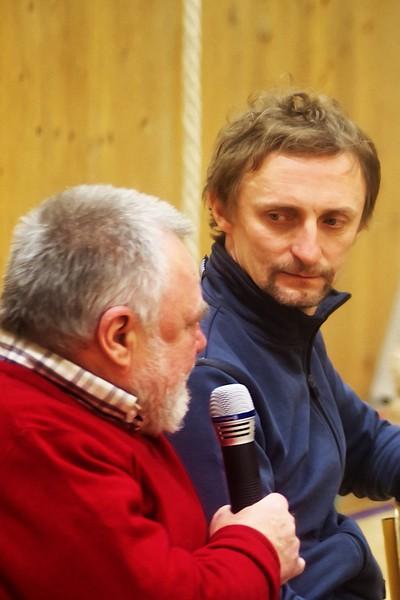 Kamil Halbich mírně pochybuje o pravdivosti toho, co právě Zdeněk Dušek s kamenným výrazem vypráví