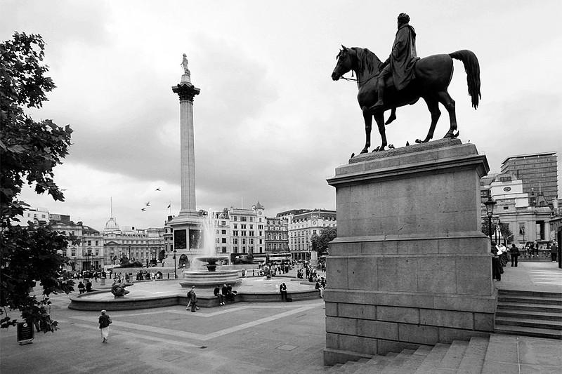 84_London_Trafalgar_Square_bw2.jpg