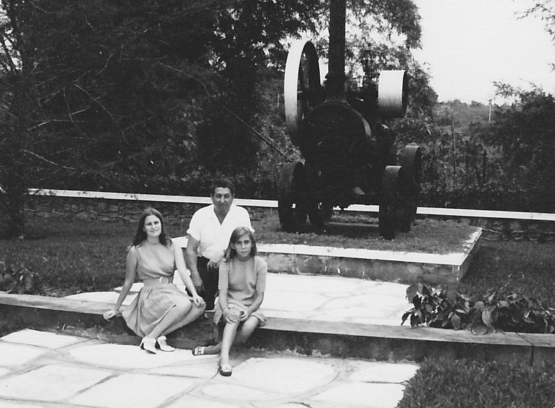 Dundo - Loco - 6 de Julho de 1969 Manuel Tavares e filhas Nany e Guida
