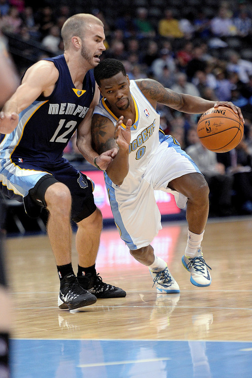 . Denver Nuggets guard Aaron Brooks (0) drives on Memphis Grizzlies guard Nick Calathes (12) during the first quarter. (Photo by AAron Ontiveroz/The Denver Post)