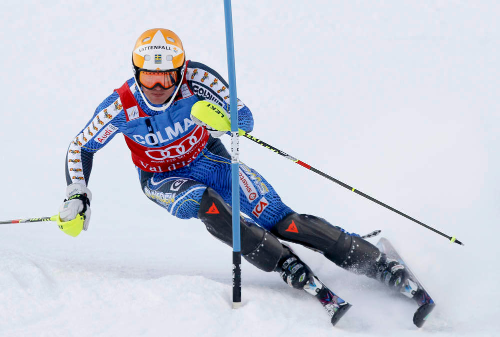 Description of . Andre Myhrer of Sweden skis during the first leg in the men's World Cup Slalom skiing race in Val d'Isere, French Alps, December 8, 2012.    REUTERS/Robert Pratta