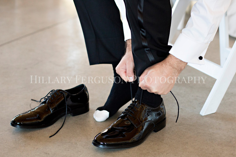 Hillary_Ferguson_Photography_Melinda+Derek_Getting_Ready271.jpg