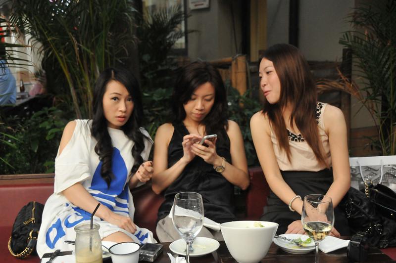china-threesingle girlsDSC_9594.jpg