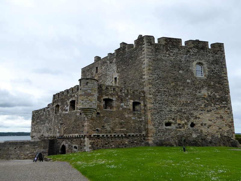 It looks like such a pretty castle ...