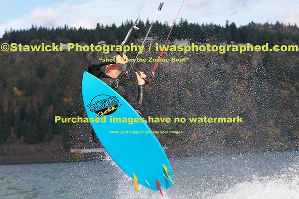 November 1, 2014 Eventsite to White Salmon Bridge. Sailboats, Kiters, Windsurfers, 653 images.