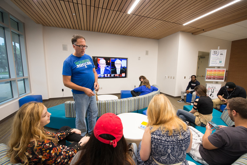 Mike Fitch, president of the libertarian club speaks to students attending the debate viewing in the UC Tejas Lounge.  View more photos:https://islanduniversity.smugmug.com/Events/Events-By-Year/2016/092616-Debate/i-KdshdjT/A