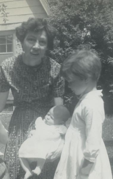 Mrs Alison, Kathy, baby Sharon084.jpg