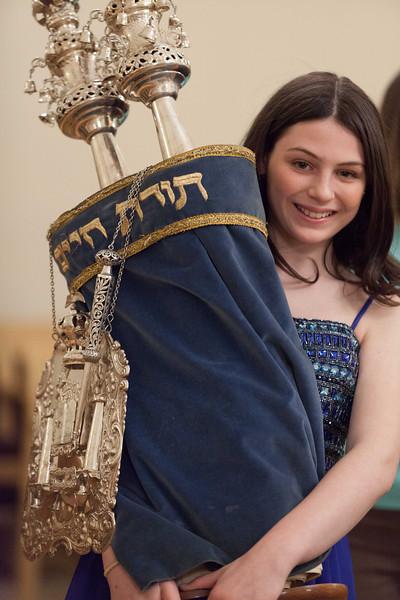 Hannah in Temple-6798.jpg