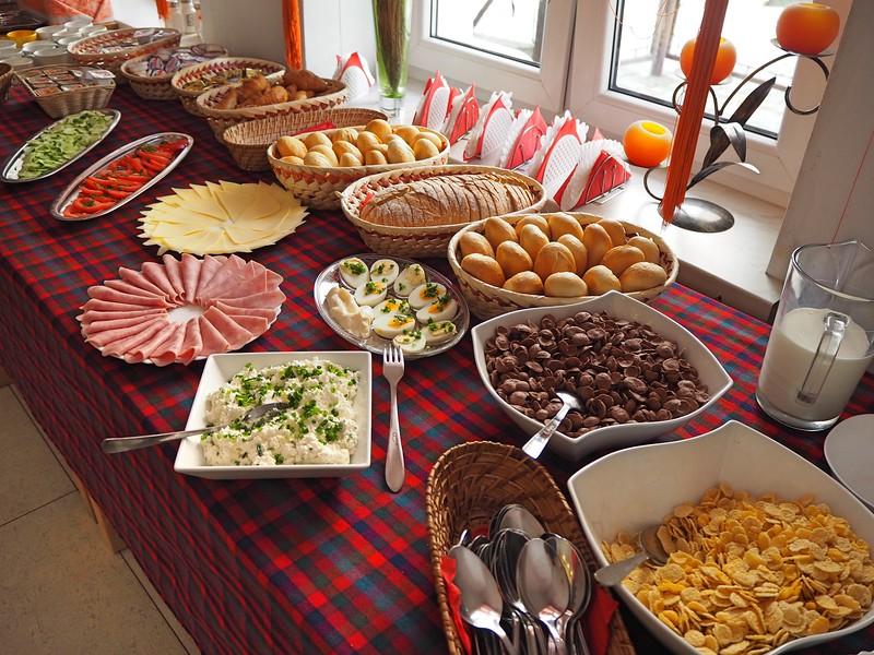 P7250051-hostel-breakfast.jpg