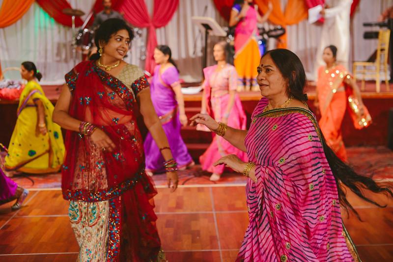 Charmi & Abhi Garba (230 of 578).jpg