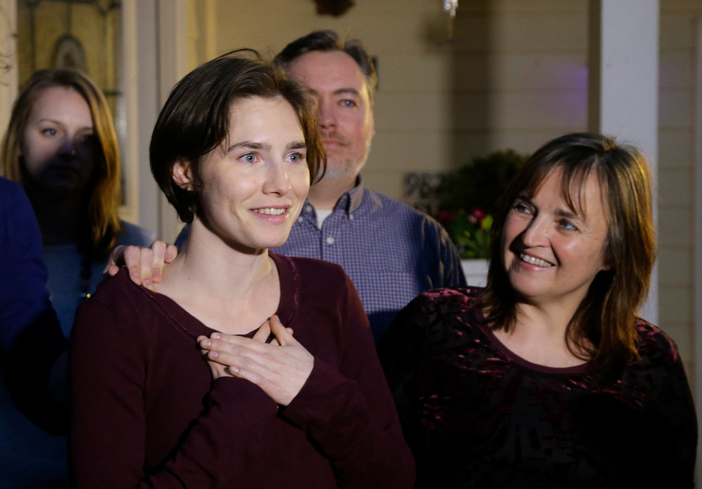 . Amanda Knox, left, talks to reporters as her mother, Edda Mellas, right, looks on outside Mellas\' home, Friday, March 27, 2015, in Seattle. Earlier in the day, Italy\'s highest court overturned the murder conviction against Knox and her ex-boyfriend over the 2007 slaying of Knox\'s roommate in Italy. (AP Photo/Ted S. Warren)