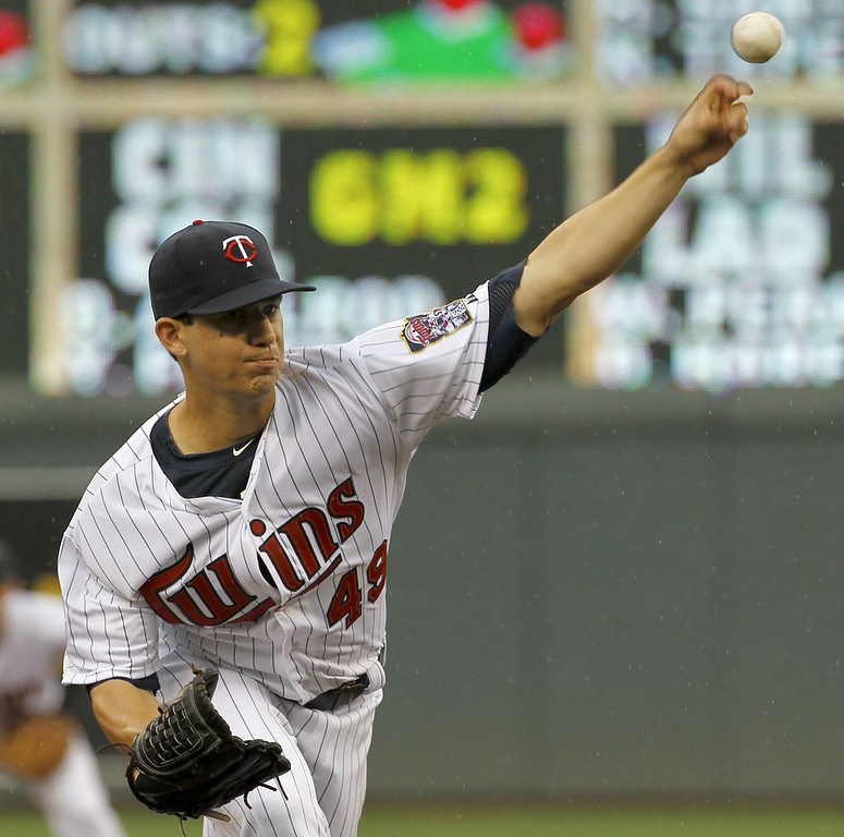 """. 6. (tie) TOMMY MILONE <p>Didn�t take him long to start pitching like a real Twin. (unranked) </p><p><b><a href=\""""http://www.twincities.com/twins/ci_26354458/royals-12-twins-6-tommy-milone-shelled-career\"""" target=\""""_blank\""""> LINK </a></b> </p><p>   (AP Photo/Ann Heisenfelt)</p>"""