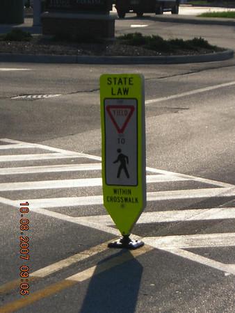 2007-10-08 Walkway signs