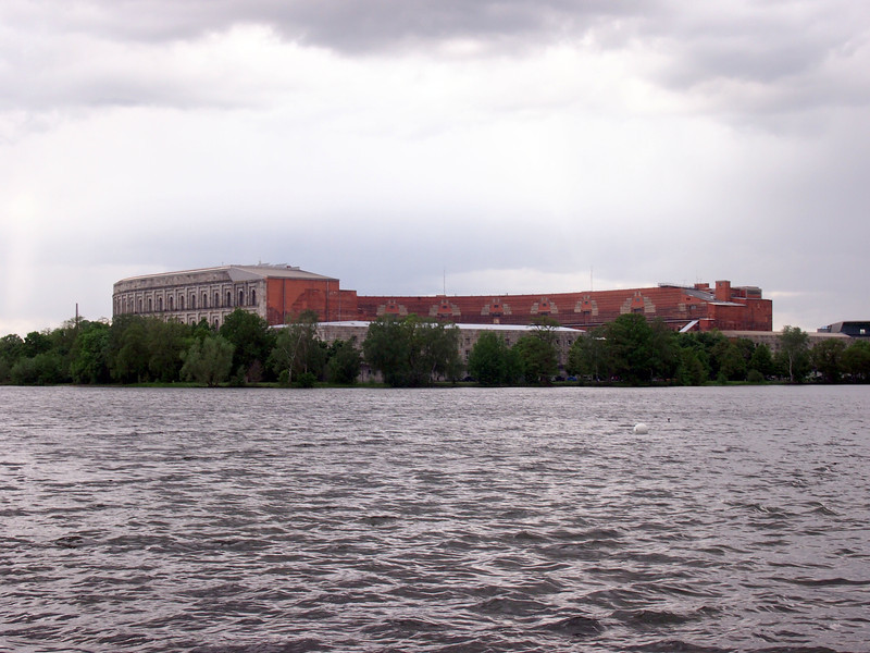 P5208262-kongresshalle-from-the-lake.JPG