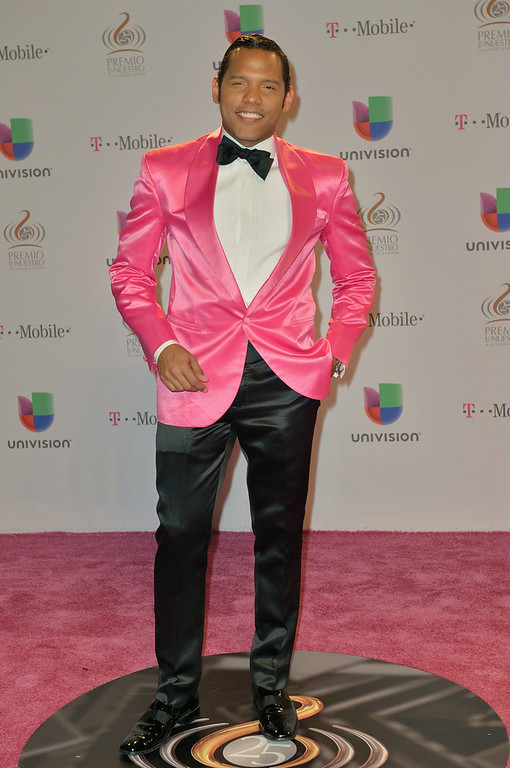 ". The Fashion Guru arrives at the 25th Anniversary of Univision\'s ""Premio Lo Nuestro A La Musica Latina\"" on February 21, 2013 in Miami, Florida.  (Photo by Gustavo Caballero/Getty Images for Univision)"