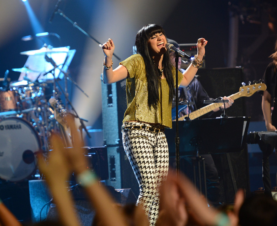 . AMERICAN IDOL XIII: Jena Irene performs on AMERICAN IDOL XIII airing Wednesday, April 23 (8:00-10:00 PM ET / PT) on FOX.  CR: Michael Becker / FOX. Copyright 2014 / FOX Broadcasting.