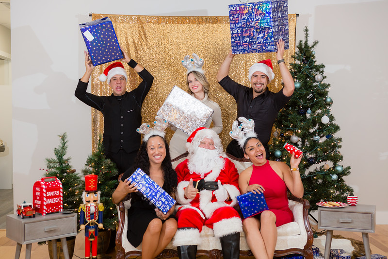 FADS Picture with Santa-379.jpg