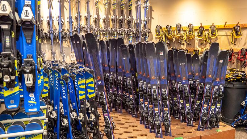 Mont-Tremblant-Quebec-Ski-Rental-01.jpg
