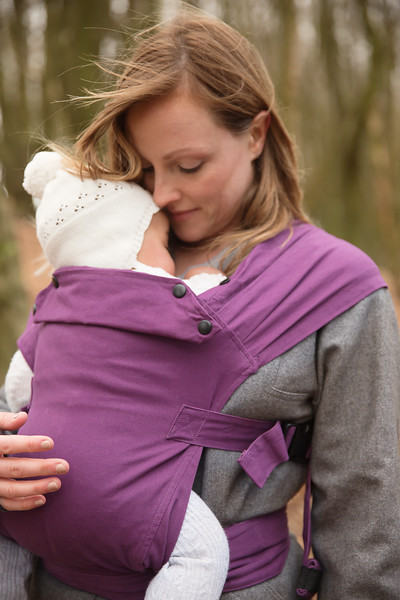 Izmi_Baby_Carrier_Cotton_Midnight_Purple_Lifestyle_Front_Carry_Mum_Arm_Round_Baby.jpg