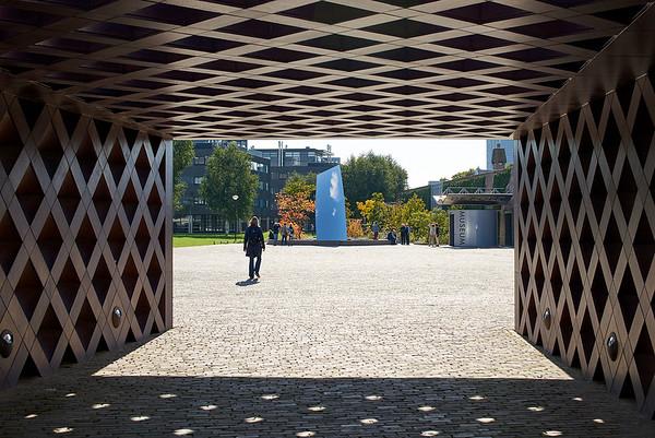 Sky Mirror.  Anish Kapoor. Garden design: Sophie Walker.  De Pont.