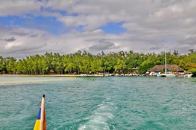 L'île aux cerfs en Catamaran