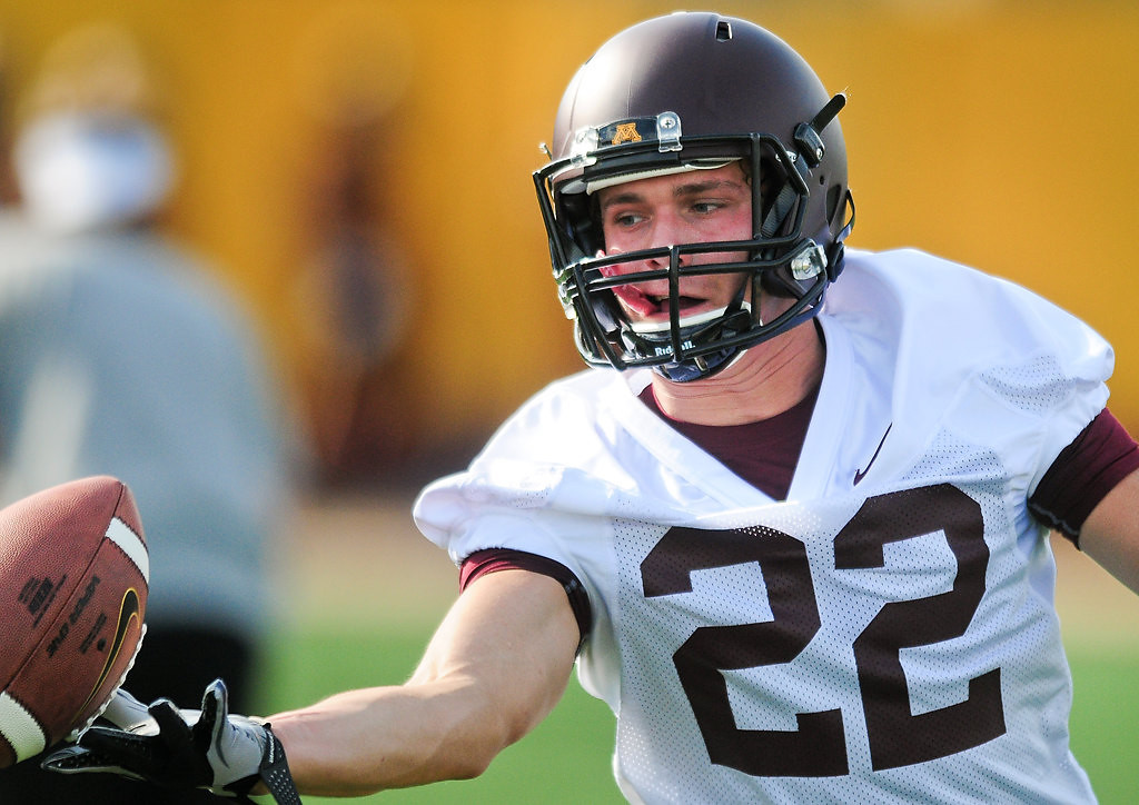 . Wide receiver Jeff Borchardt can\'t connect with a pass. (Pioneer Press: Ben Garvin)