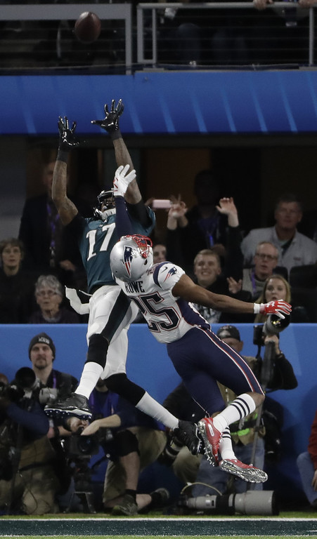 . Philadelphia Eagles wide receiver Alshon Jeffery (17), makes a touchdown reception against New England Patriots cornerback Eric Rowe (25), during the first half of the NFL Super Bowl 52 football gamem Sunday, Feb. 4, 2018, in Minneapolis. (AP Photo/Chris O\'Meara)