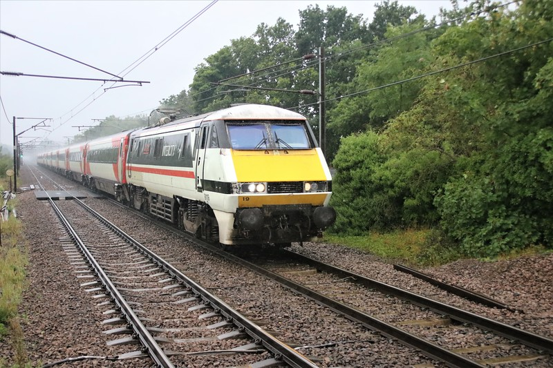 91119_82208 pass Welwyn North 0921/1N81 Kings Cross to York