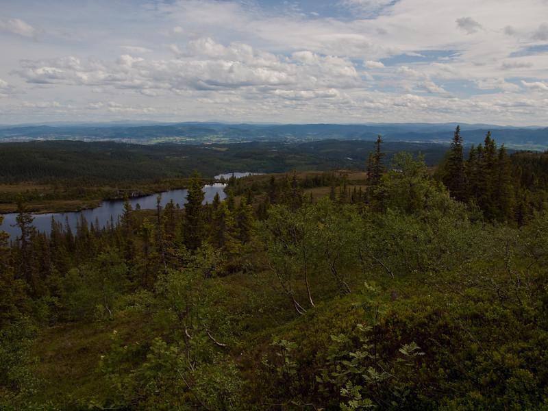 Utsikt fra Kvistingen-heia mot Kvistingenvannet i retning Dovre (Foto: Ståle)