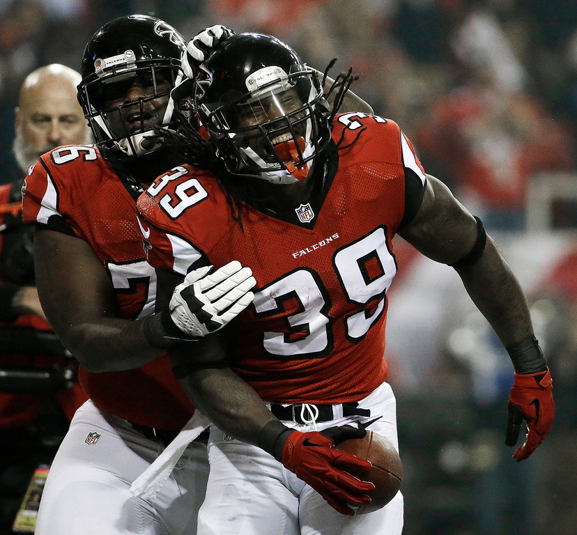 . Atlanta Falcons tackle Lamar Holmes (76) celebrates Atlanta Falcons running back Steven Jackson\'s touchdown during the first half of an NFL football game, Thursday, Nov. 21, 2013, in Atlanta. (AP Photo/David Goldman)