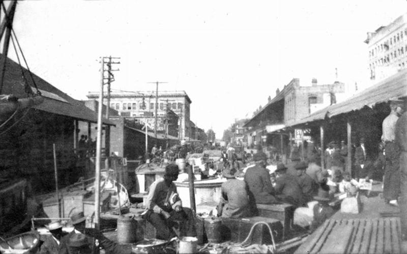 Market - 1910s fish market.jpg