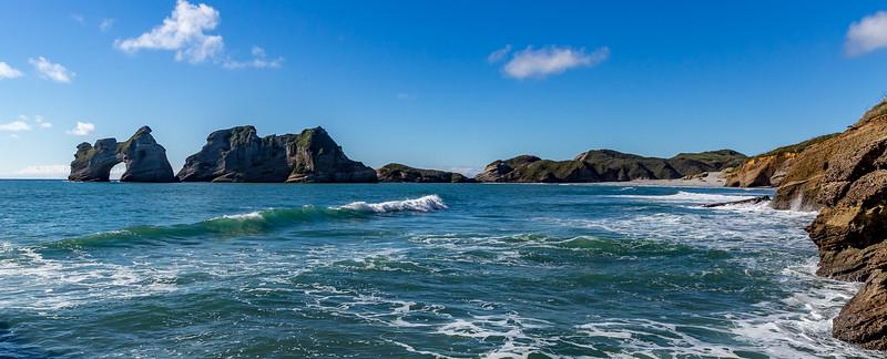 Blick Richtung Steinbogen an der «Wharariki Beach»