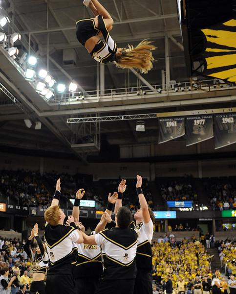 Cheerleader back flip 01.jpg