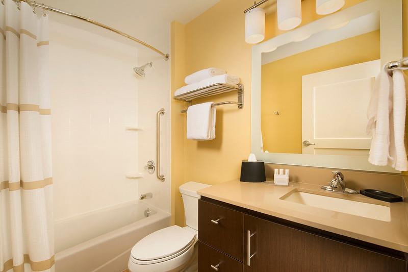 10 - TPS Grapevine - Guest Bathroom.jpg
