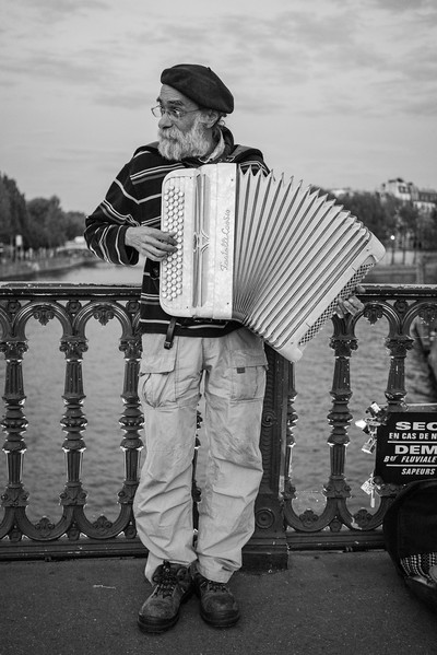 Street Performer, Paris