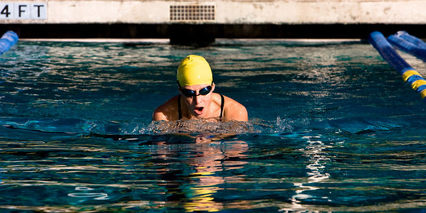 Amanda Swimming - 01.27.2007