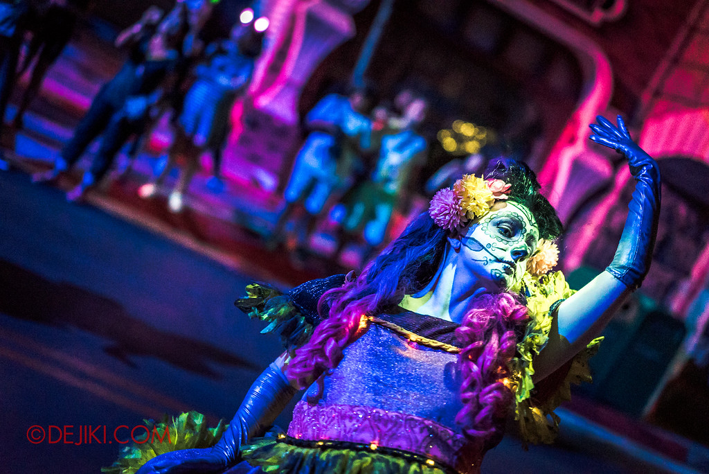 Halloween Horror Nights 6 - March of the Dead / Death March - Dancing away 2