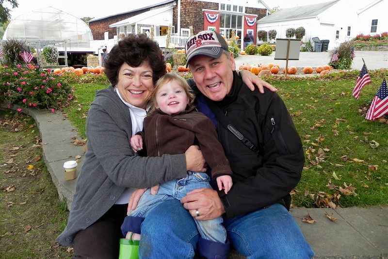 2011/10/23 – We took Olin out to a farm called Cider Hills Farm where everyone can pick their own apples, pick pumpkins and take hay rides. We had a ball. They make fresh donuts and serve hot apple cider. This shot was just as we were getting ready to leave. It was a great day.