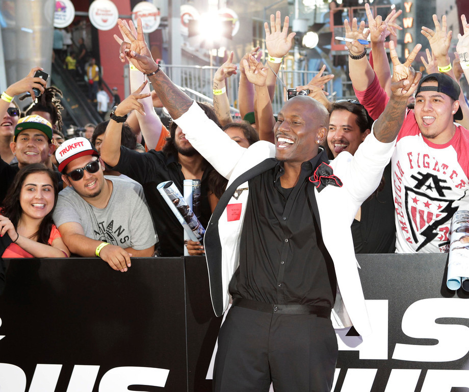 ". Cast member Tyrese Gibson poses with fans at the premiere of the new film, ""Fast & Furious 6\"" at Universal Citywalk in Los Angeles May 21, 2013. REUTERS/Fred Prouser"