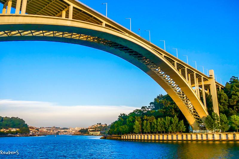 Bridge over Douro.jpg