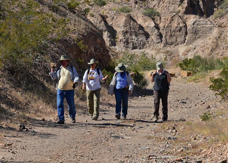 NEA_0390-7x5-Hikers.jpg