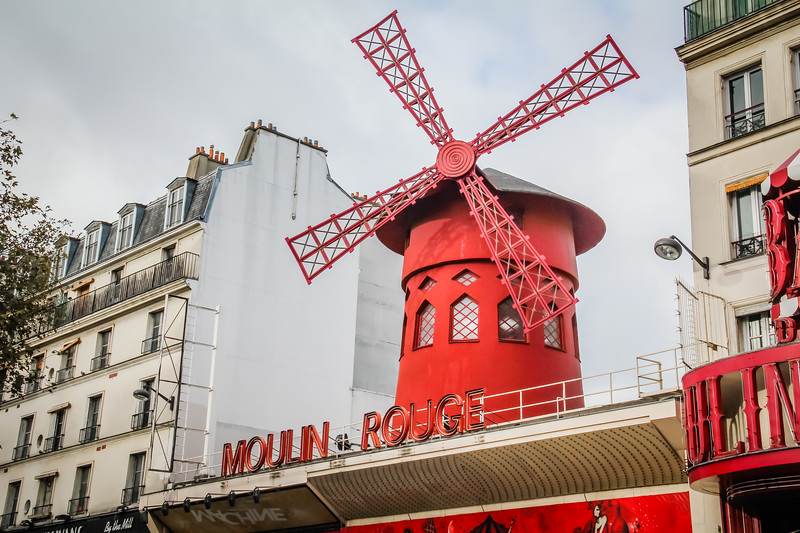 things to do in Paris Moulin Rouge