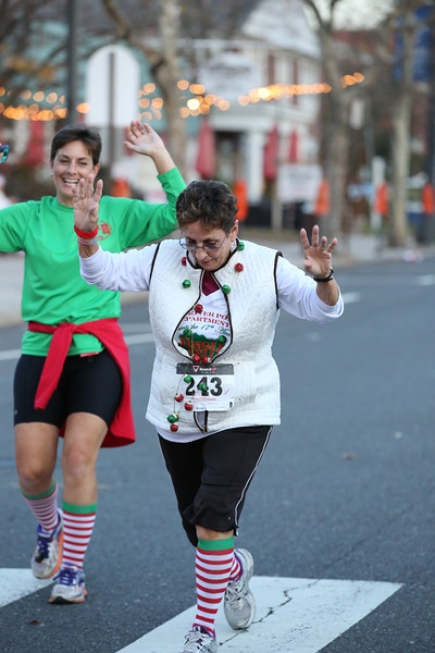 Toms River Police Jingle Bell Race 2015 - 01283.JPG