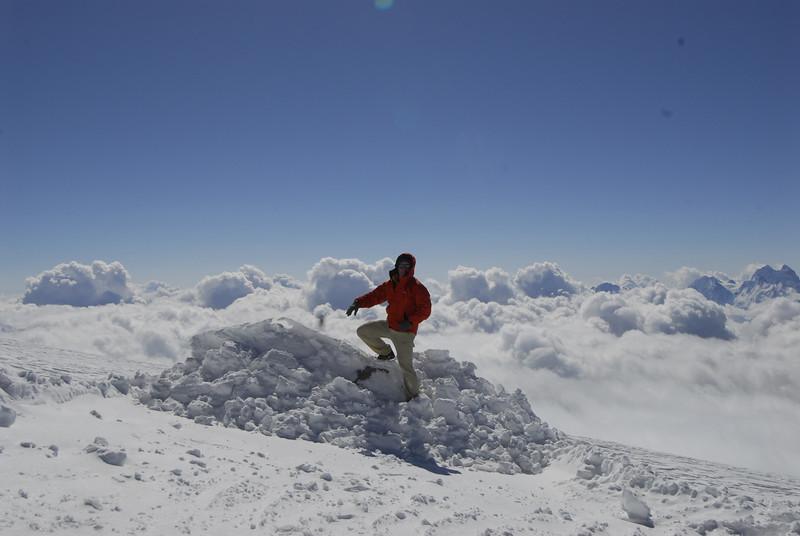 080502 2039 Russia - Mount Elbruce - Day 2 Trip to 15000 feet _E _I ~E ~L.JPG