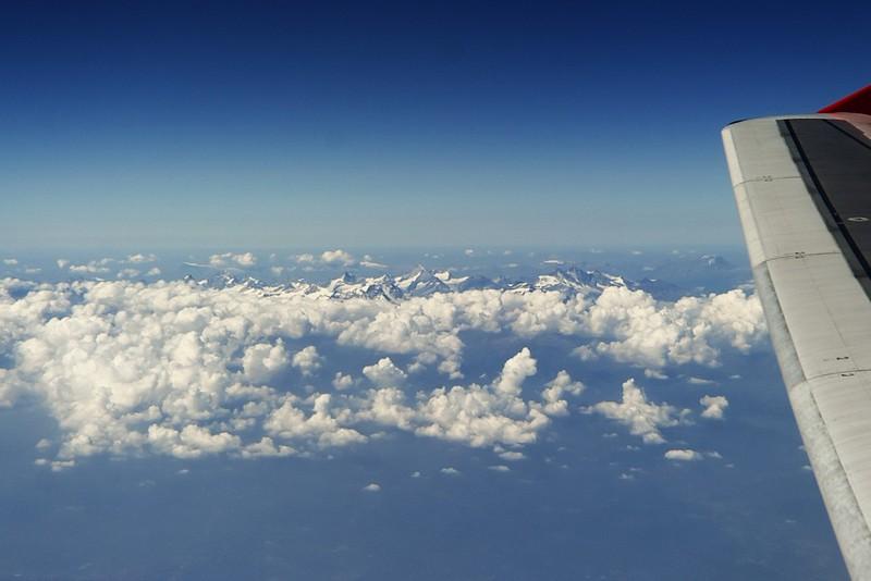 Masiv Monte Rosa vpravo s nejvyšší horou Švýcarska Dufourspitze, která je také druhou nejvyšší horou v Alpách